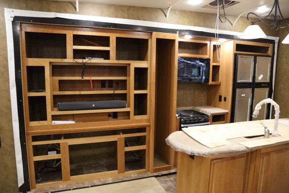 Bay # 14 39MB kitchen and entertainment centre