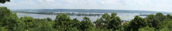 Mississippi panoama from the lookout on Hwy 52