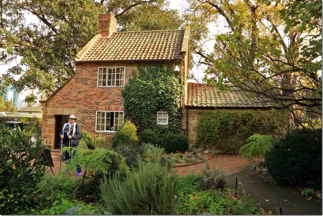 Capt Cook cottage in Fitzroy Gardens