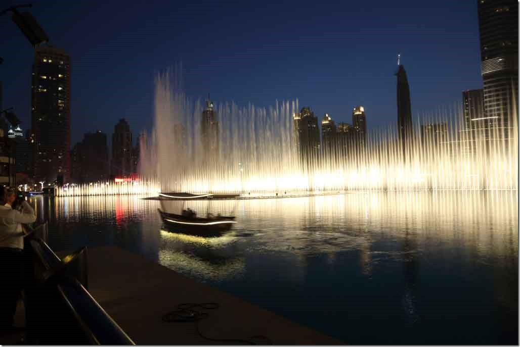 Dubai Mall water fountain show 7