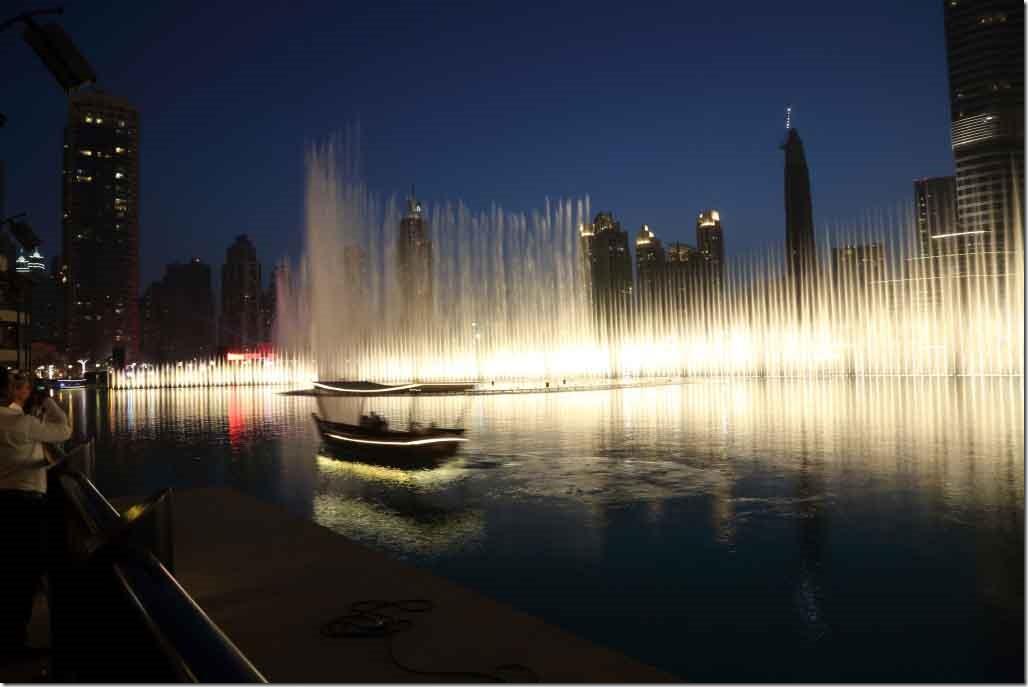 Dubai Mall water fountain show 7