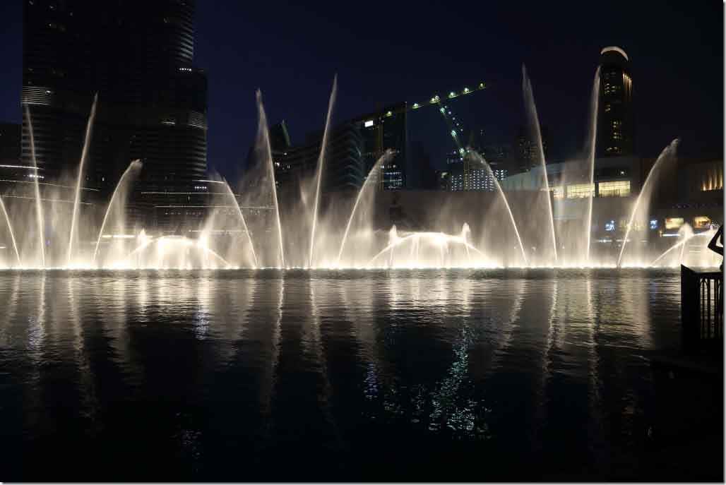 Dubai Mall water fountain show 8