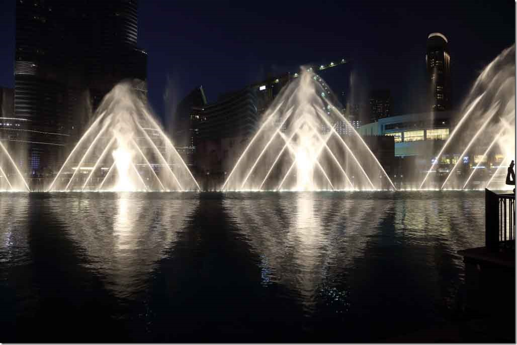 Dubai Mall water fountain show 9
