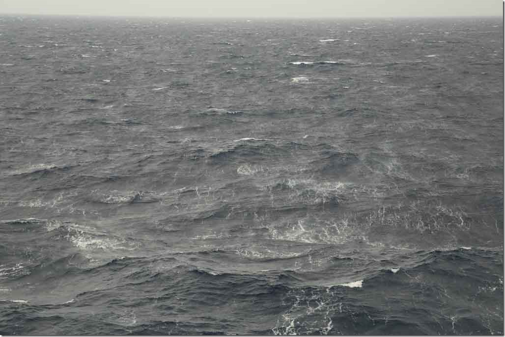 Early afternoon and wind speed 35 to 40 kts with well defined streaks
