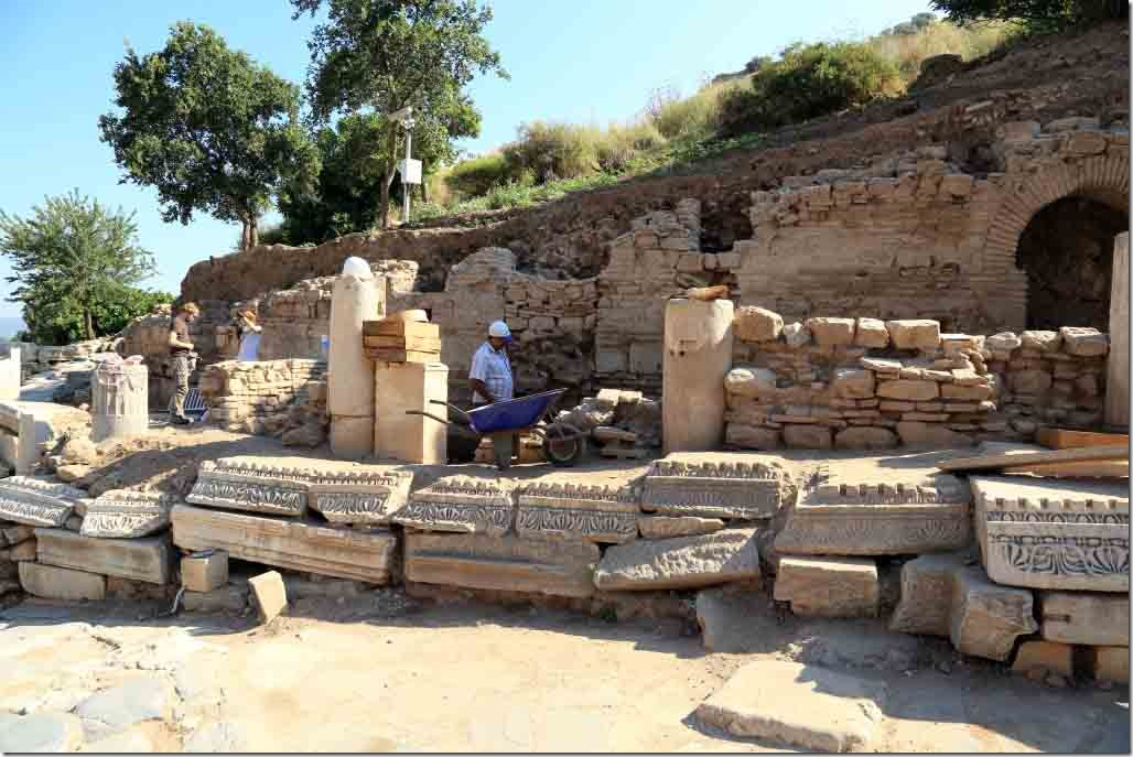 Ephesus current archeologic dig taking place