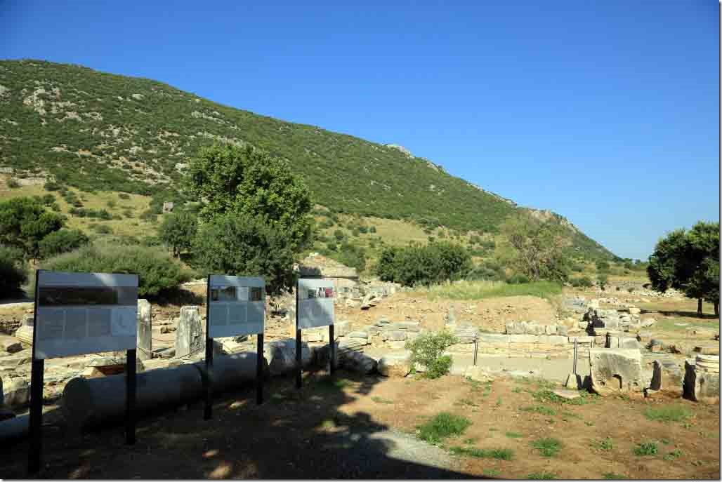 Ephesus rich people lived on flat land and the poor on the hills behind