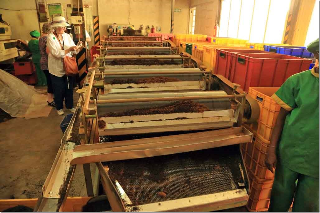 Grading machine with multiple rollers for separating out different sizes