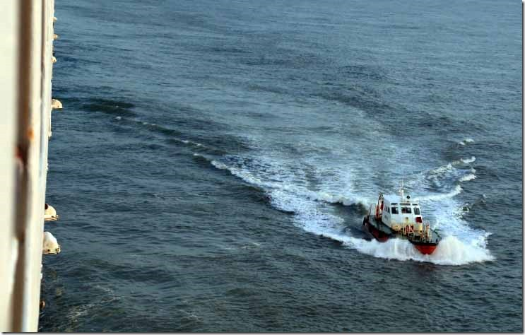 Pilot boat approaching at Colombo
