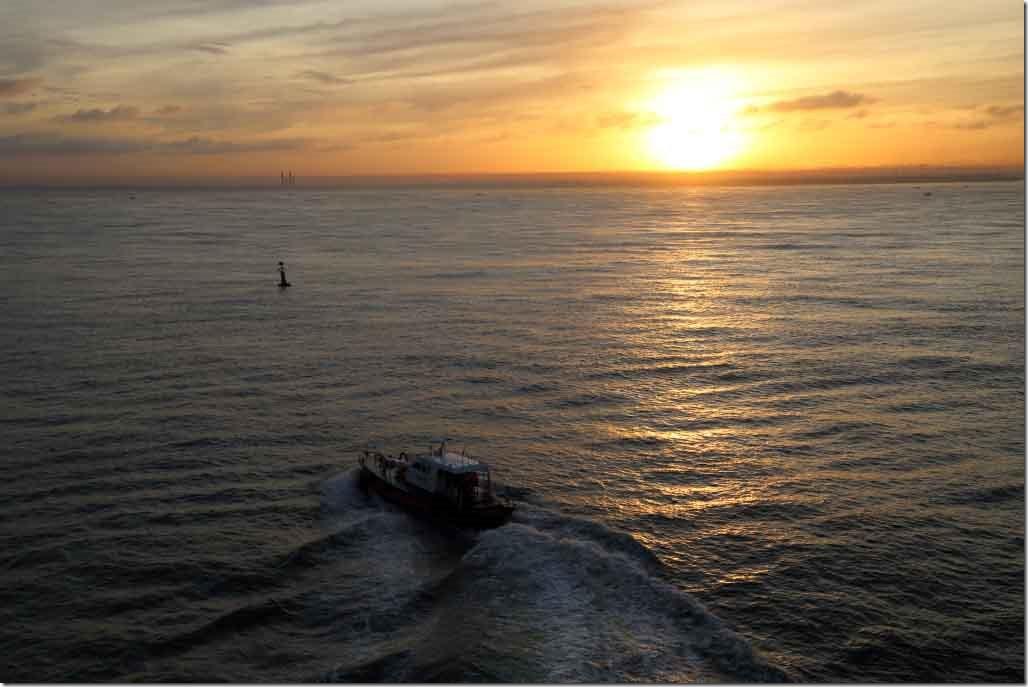 Pilot boat departing Sea Princess approaching Colombo