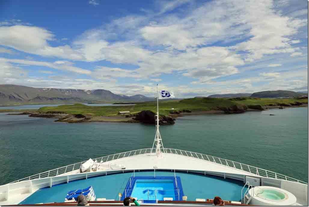 Approaching Reykjavik turning 180 degree off the breakwater