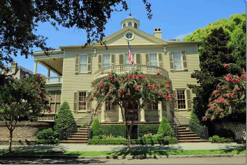 Charleston tour very nice house on Meeting Street