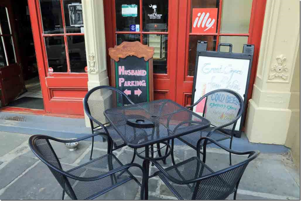 Charleston walk roadside cafe on Bay Street