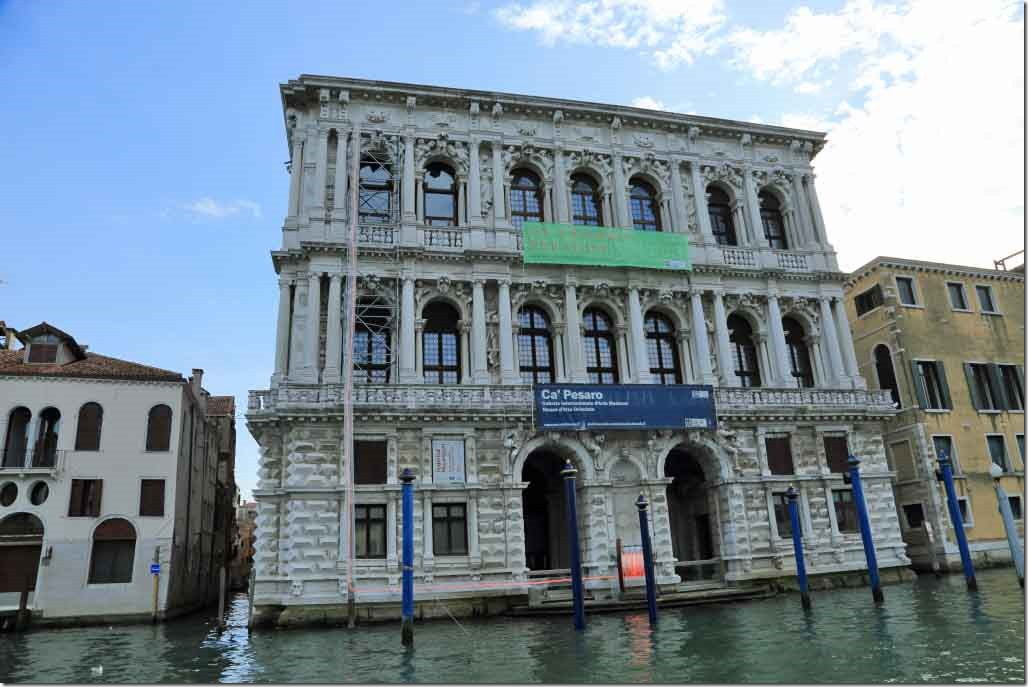 Grand Canal cruise gallery of modern art