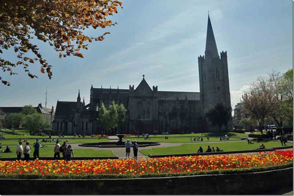 St Patrick`s Cathederal & park in foreground