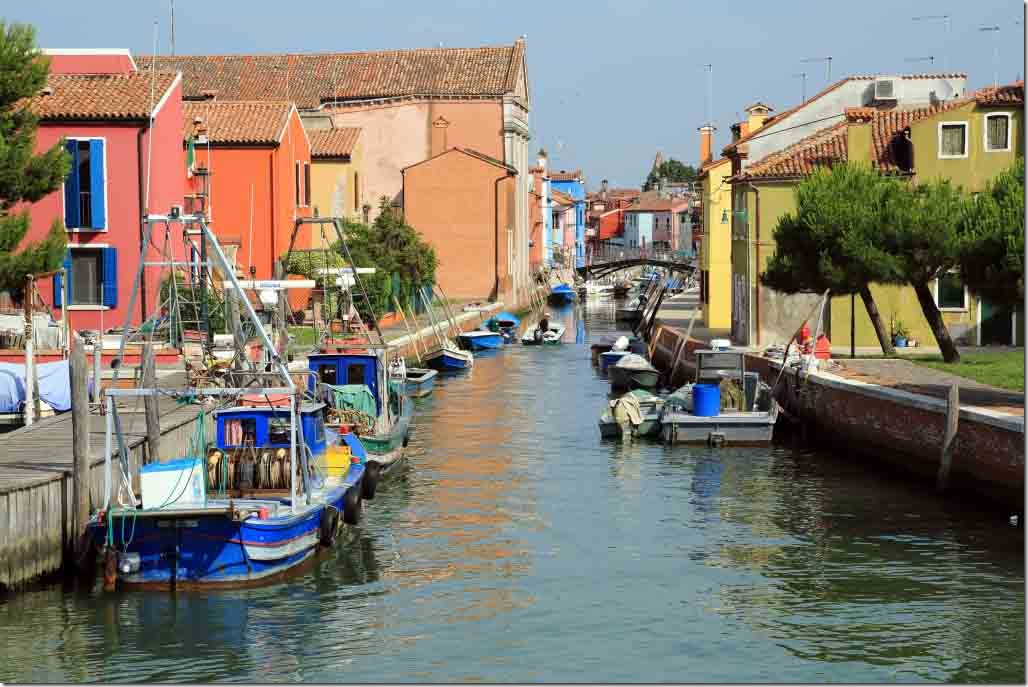 Tour Burano Island canal before our berth that I walked along