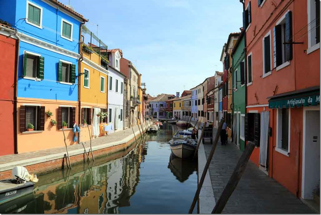 Tour Burano Island canals and vivid coloured houses 2