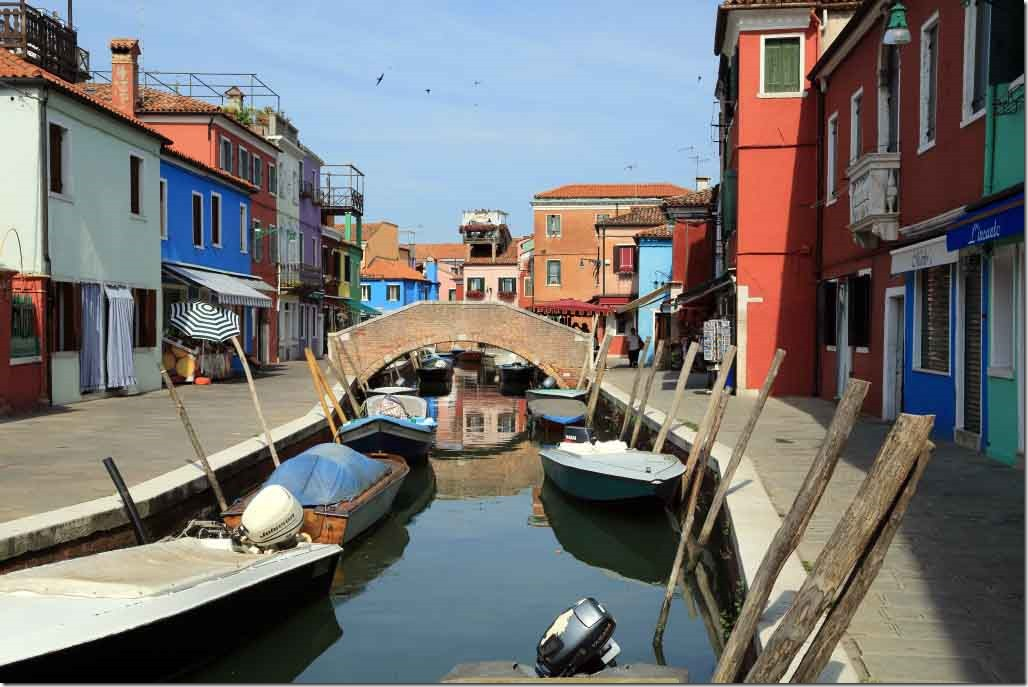 Tour Burano Island canals and vivid coloured houses 3