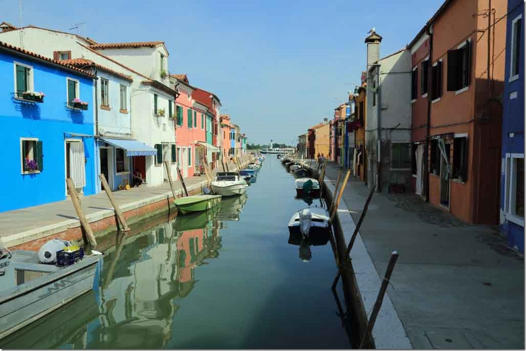 Tour Burano Island canals and vivid coloured houses 9