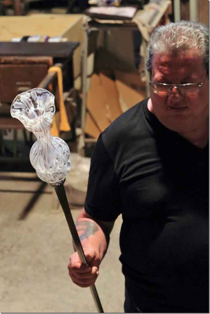 Tour Murano Glass Factory completed vase
