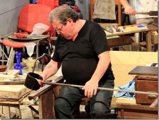 Tour Murano Glass Factory tradesman shaping a vase