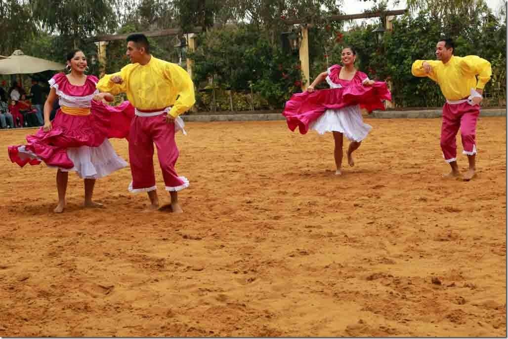 Hacienda Mamacona dancers second dance 3