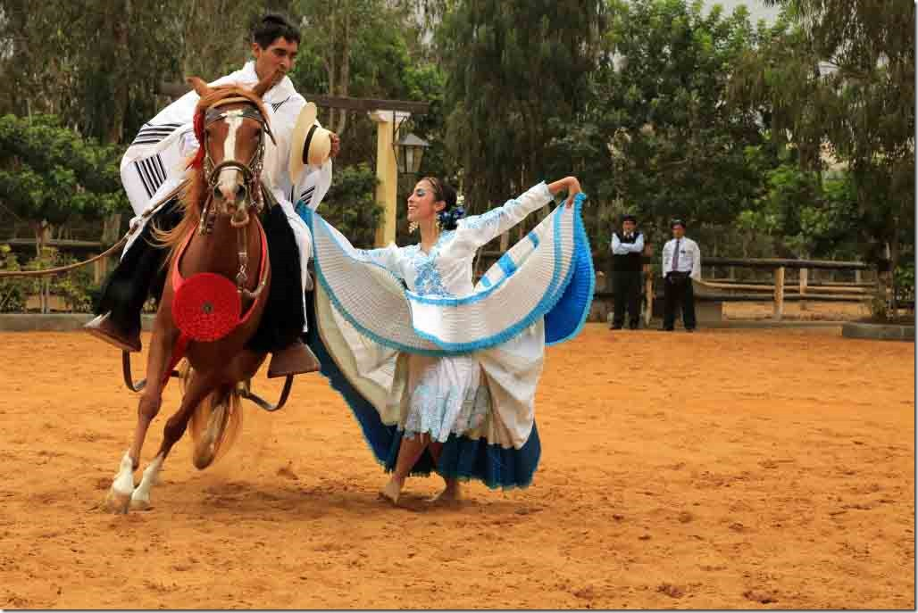 Hacienda Mamacona horse and dancer