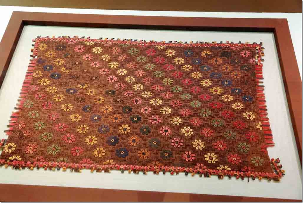 Museum sample o Paracas textile weaving