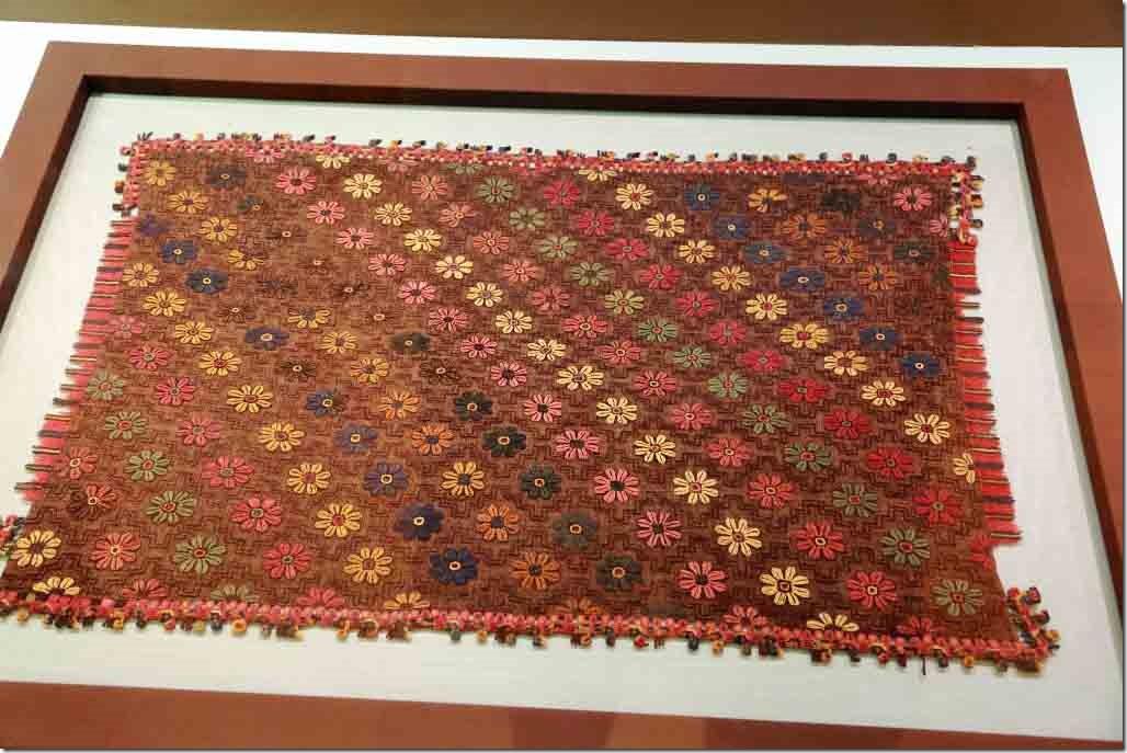 Museum sample o Paracas textile weaving