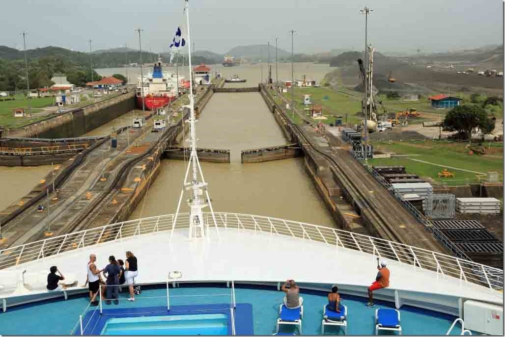Pedro Miguel Lock full and gates opening