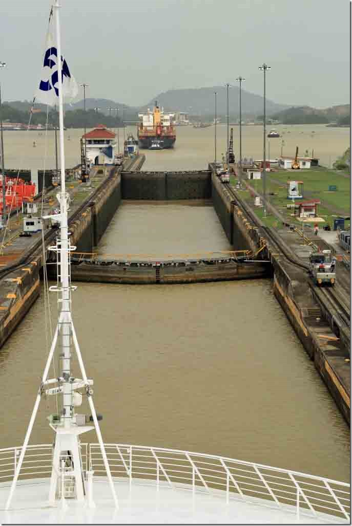 Pedro Miguel Lock with gates closed and filling