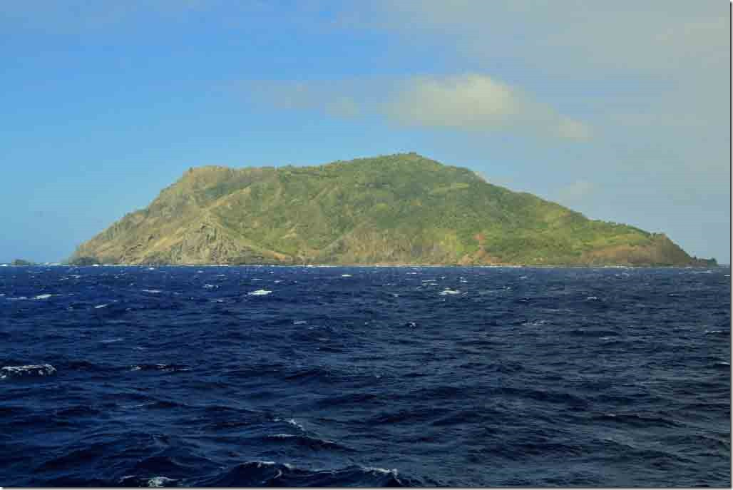 Scenic cruise NW and NE sides of Pitcairn Island
