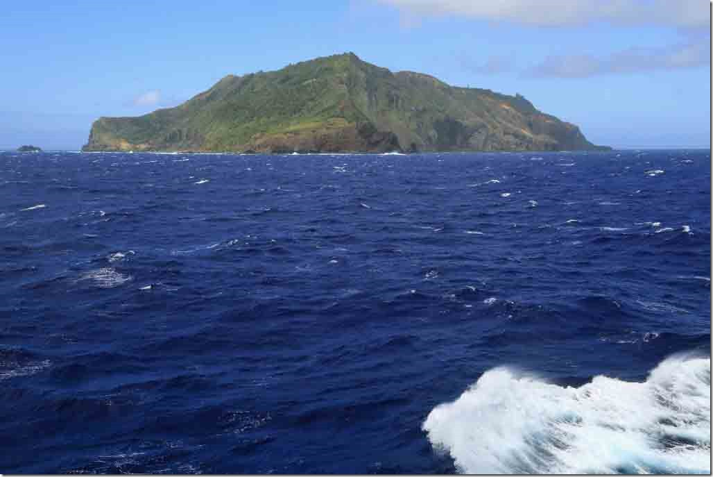 Scenic cruise NW and SW sides of Pitcairn Island