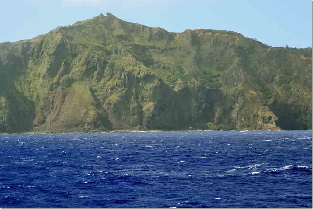 Scenic cruise SW side of Pitcairn