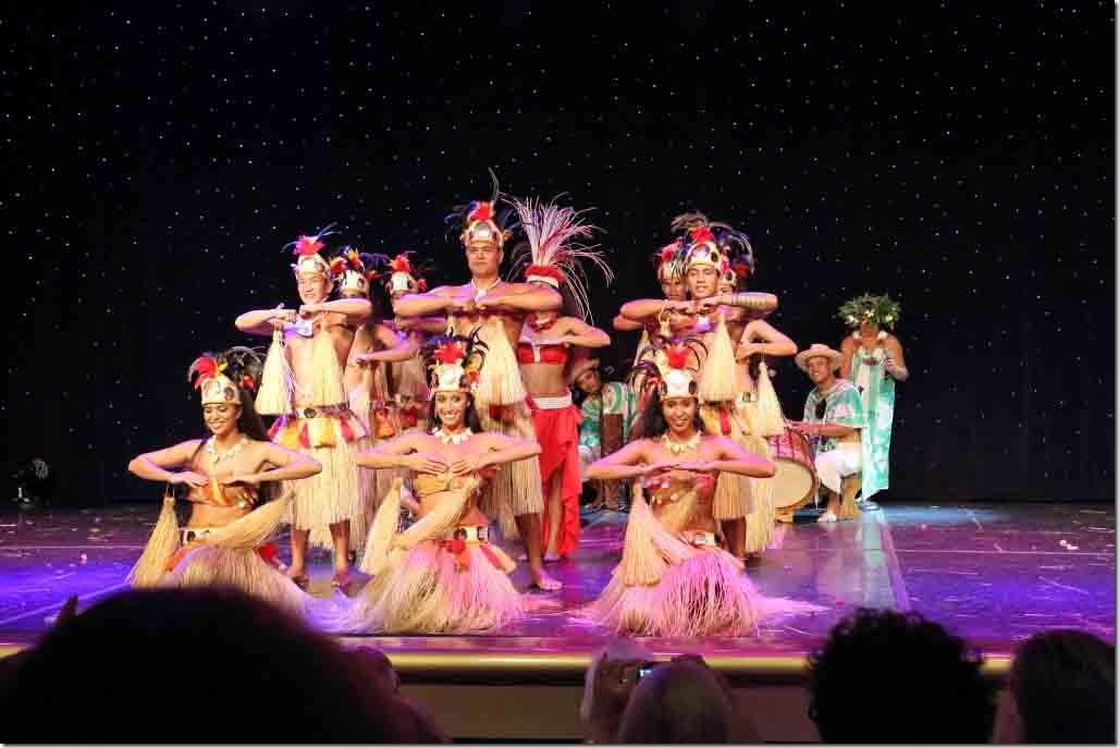 Tahiti Ora dancers and drummers finale 2