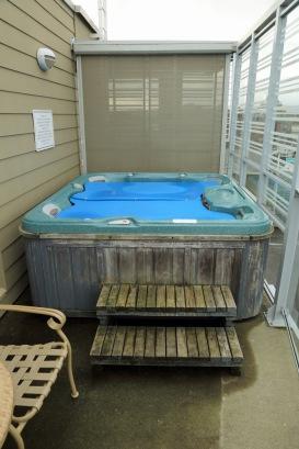 Victoria condo hot tub on balcony