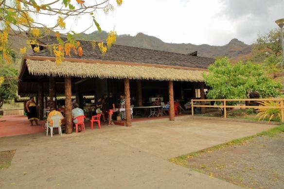 28 Nuku Hiva marketplace