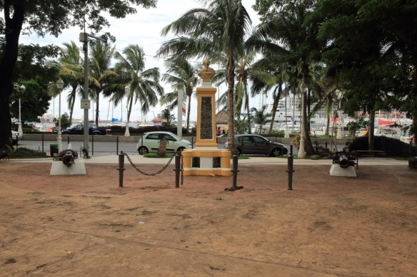 Bouganville Park statue and cannons facing harbour