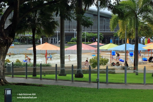 Wave pool and artificial beach