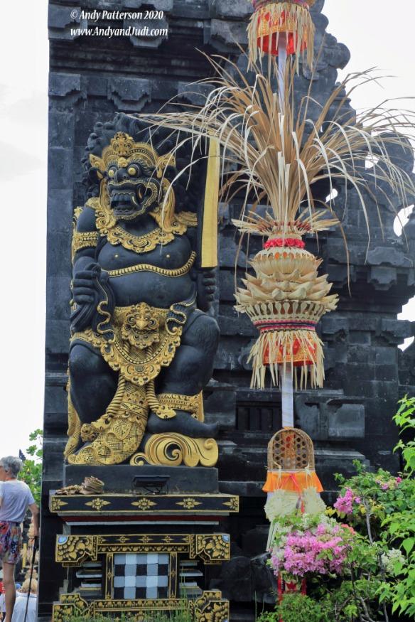 Tanah Lot entrance entrance statue