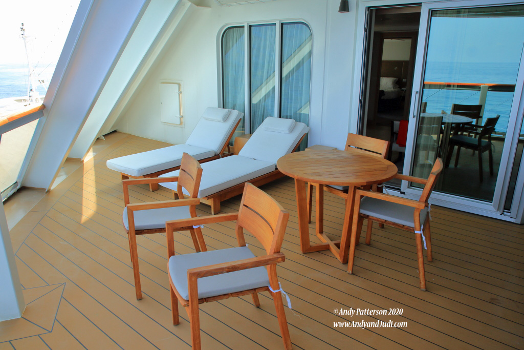 Suite balcony with loungers